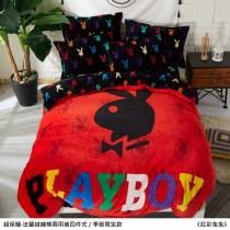 保暖舒適·PLAYBOY正版授權‧法蘭絨鋪棉兩用被四件式《紅彩兔兔》